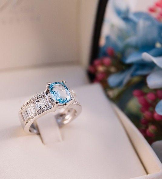 Anillo de topacio y diamantes ÚRSULA