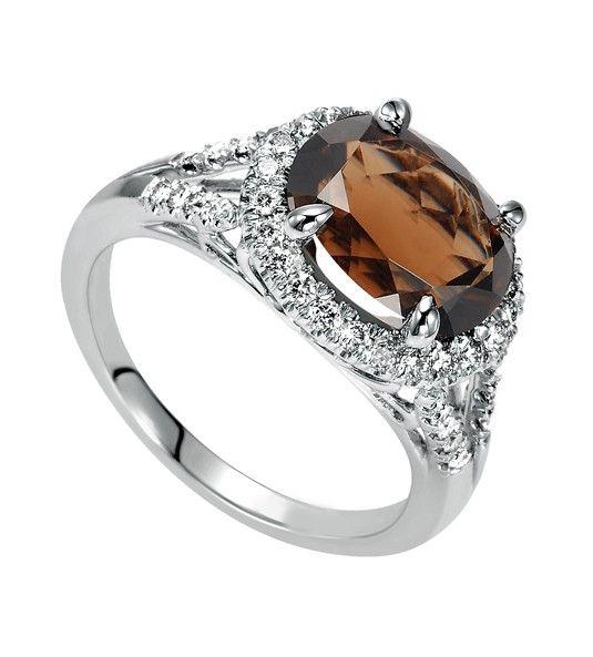 Anel de quartzo fumée e diamantes em ouro branco